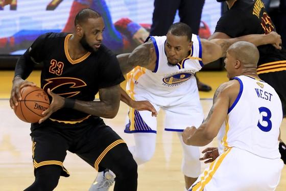 ESPN công bố 10 cầu thủ NBA xuất sắc nhất mùa trước  ảnh 1