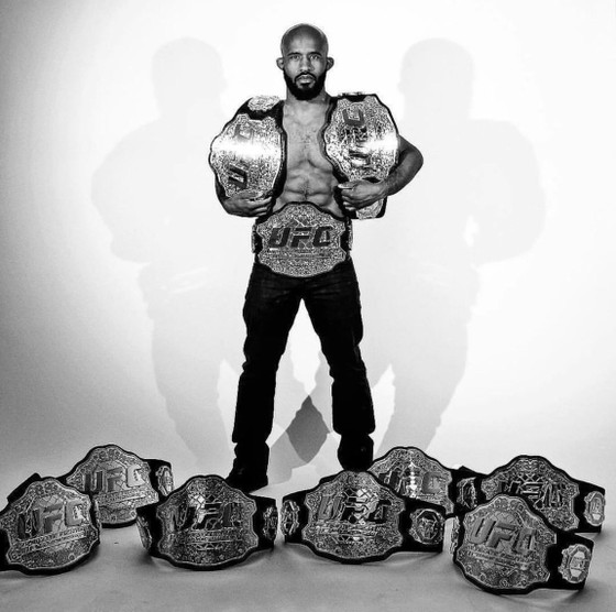 """Đấu trường UFC: Johnson """"quyền năng"""" và con số 11 huyền diệu ảnh 1"""