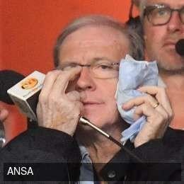 Fan Genoa đấm vào mặt phóng viên truyền hình ảnh 1