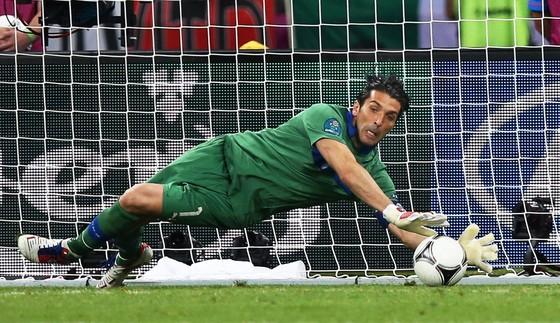 Gigi Buffon liệu có thể đoạt Quả bóng vàng? ảnh 1