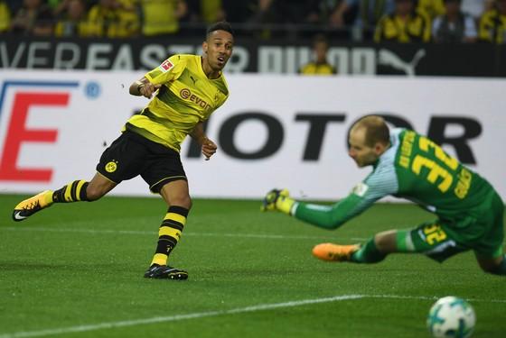 Bayern hạ gục Freiburg, Dortmund sụp đổ trước Leipzig ảnh 2