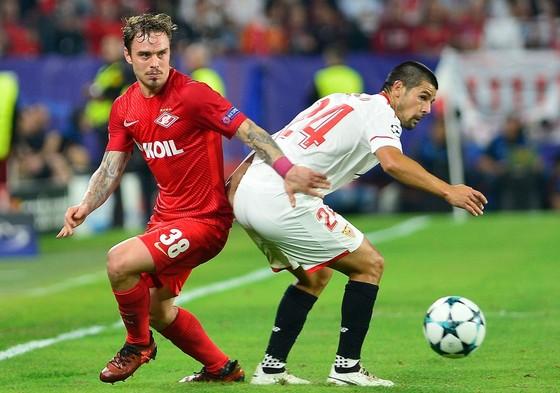Liverpool đè bẹp Maribor, Sevilla vươn lên nhì bảng ảnh 1