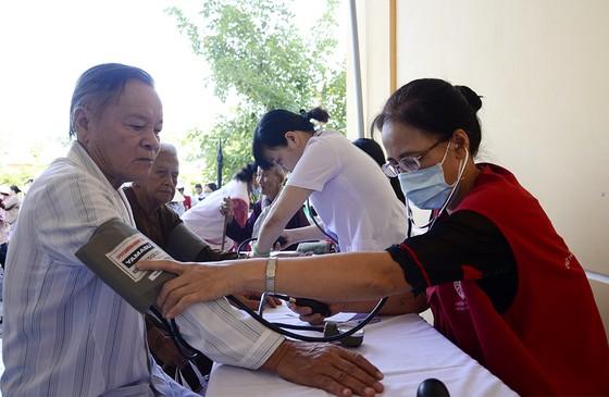 Hội Chữ thập đỏ TPHCM chung sức xây dựng nông thôn mới ảnh 1