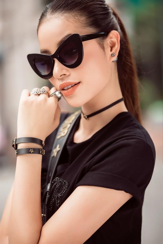 Hoa hậu Phạm Hương tham dự Seoul Fashion Week 2017 tại Hàn Quốc  ảnh 1