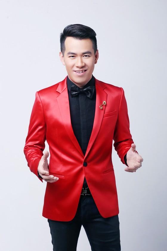 Sơn Tùng, Tóc Tiên hội ngộ Phạm Hương trong đêm bán kết Hoa hậu Hoàn vũ Việt Nam 2017 ảnh 3