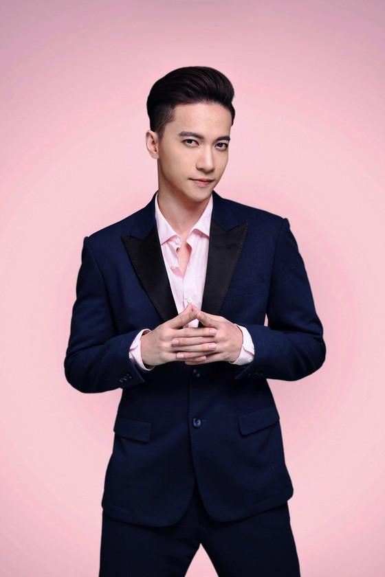 Sơn Tùng, Tóc Tiên hội ngộ Phạm Hương trong đêm bán kết Hoa hậu Hoàn vũ Việt Nam 2017 ảnh 5