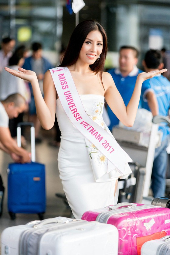 Á hậu Nguyễn Thị Loan lên đường tham gia Hoa hậu Hoàn vũ Thế giới 2017 ảnh 1