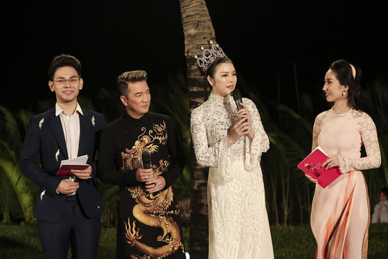 Trương Thị May hóa thành 'cụ bà đẹp nhất thế giới' trong show diễn thời trang áo dài ảnh 9
