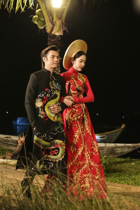 Trương Thị May hóa thành 'cụ bà đẹp nhất thế giới' trong show diễn thời trang áo dài ảnh 6