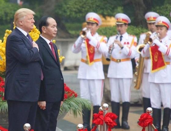 Chủ tịch nước Trần Đại Quang chủ trì lễ đón Tổng thống Donald Trump ảnh 3