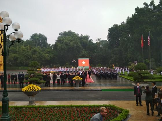 Chủ tịch nước Trần Đại Quang chủ trì lễ đón Tổng thống Donald Trump ảnh 4