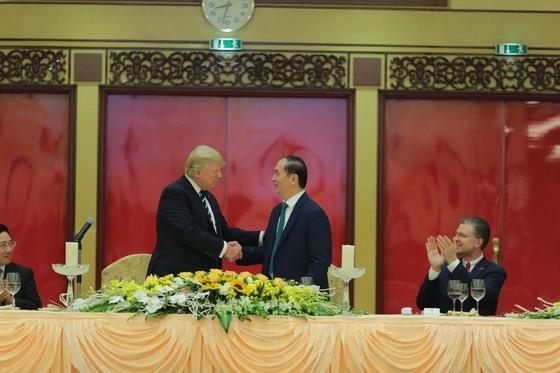 Chủ tịch nước Trần Đại Quang chủ trì lễ đón Tổng thống Donald Trump ảnh 5
