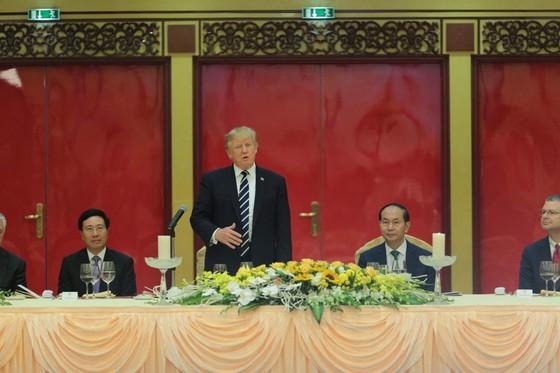 Chủ tịch nước Trần Đại Quang chủ trì lễ đón Tổng thống Donald Trump ảnh 6