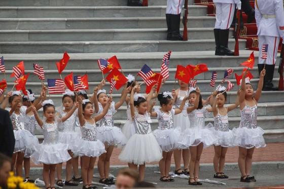 Chủ tịch nước Trần Đại Quang chủ trì lễ đón Tổng thống Donald Trump ảnh 1