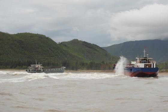 Quảng Bình: Hàng chục tàu chìm trong vịnh Hòn La ảnh 5