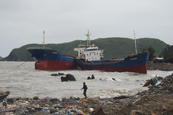 Quảng Bình: Hàng chục tàu chìm trong vịnh Hòn La ảnh 7