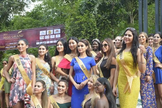 Miss Grand International 2017: Người đẹp yêu kiều soi nhan sắc bên dòng Nhật Lệ ảnh 13