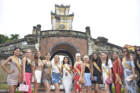 Miss Grand International 2017: Người đẹp yêu kiều soi nhan sắc bên dòng Nhật Lệ ảnh 9