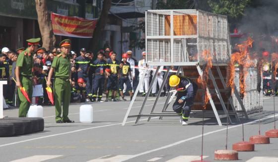 Hàng trăm Cảnh sát PCCC tham gia Hội thi cứu nạn cứu hộ lần I-2017 ảnh 7