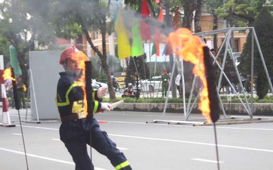 Hàng trăm Cảnh sát PCCC tham gia Hội thi cứu nạn cứu hộ lần I-2017 ảnh 4