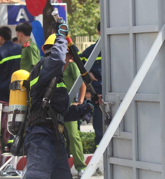 Hàng trăm Cảnh sát PCCC tham gia Hội thi cứu nạn cứu hộ lần I-2017 ảnh 6