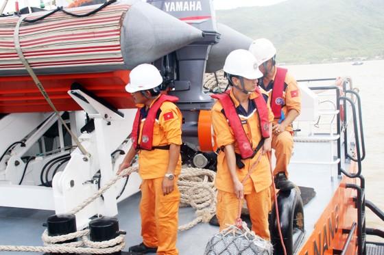 Biển động, thợ lặn vẫn chưa thể lặn tìm người mất tích trên biển ảnh 3