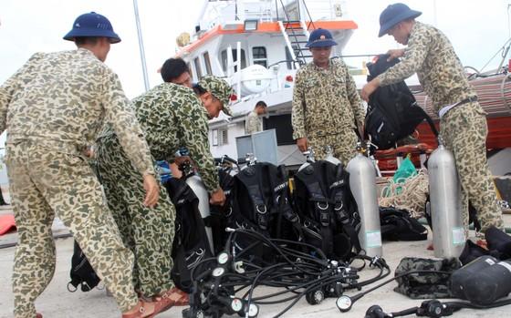 Biển động, thợ lặn vẫn chưa thể lặn tìm người mất tích trên biển ảnh 7