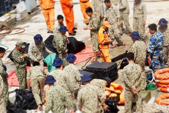 Biển động, thợ lặn vẫn chưa thể lặn tìm người mất tích trên biển ảnh 6