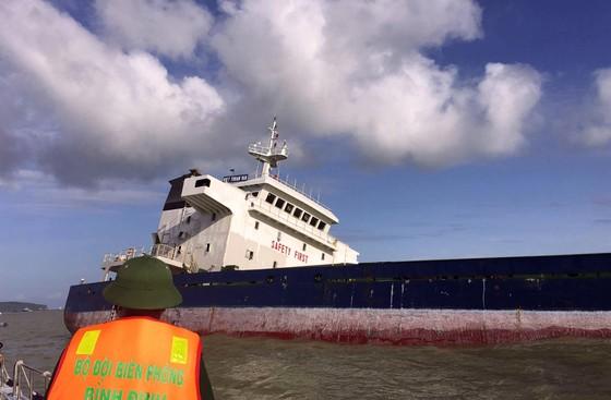 Bình Định yêu cầu chủ tàu khẩn trương trục vớt các tàu hàng bị chìm  ảnh 2