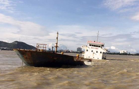 Bình Định yêu cầu chủ tàu khẩn trương trục vớt các tàu hàng bị chìm  ảnh 5