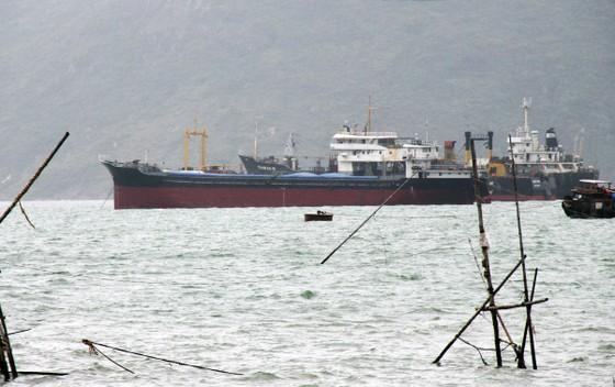 """Vật thể """"lạ"""" chìm ở luồng vào cảng Quy Nhơn có thể là xà lan ảnh 1"""