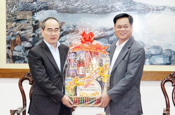 Bí thư Thành ủy TPHCM thăm, chúc Tết tặng quà cho người nghèo, nạn nhân da cam tại Phú Yên ảnh 8