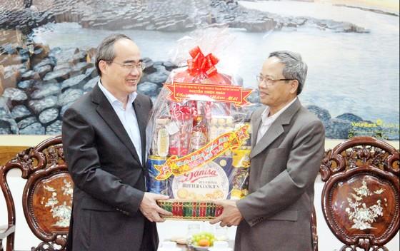 Bí thư Thành ủy TPHCM thăm, chúc Tết tặng quà cho người nghèo, nạn nhân da cam tại Phú Yên ảnh 9