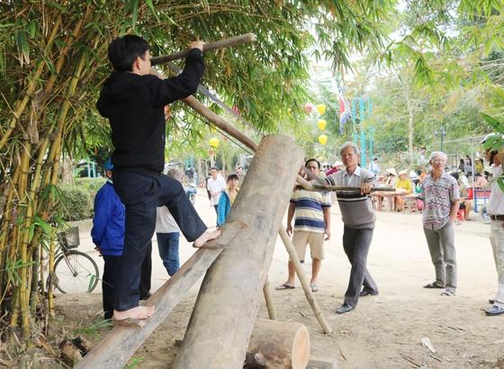 Nghề mộc làng Kim Bồng rộn ràng giỗ Tổ ảnh 4