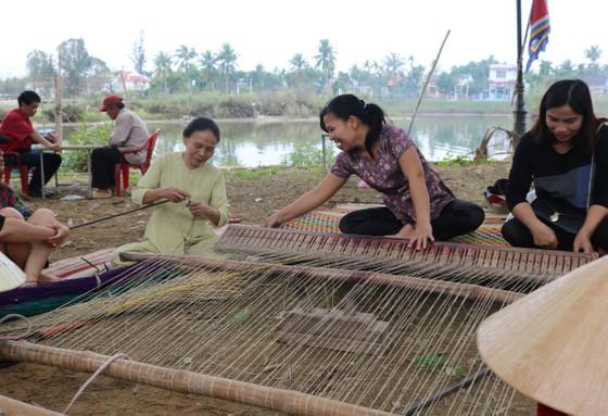 Nghề mộc làng Kim Bồng rộn ràng giỗ Tổ ảnh 5