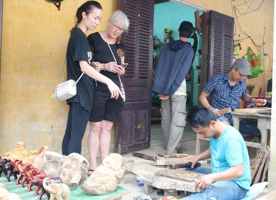 Nghề mộc làng Kim Bồng rộn ràng giỗ Tổ ảnh 3