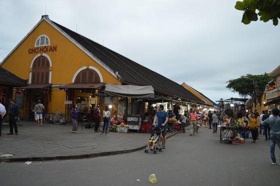 Thành phố Hội An khai trương khu chợ đêm phục vụ khách du lịch ảnh 1