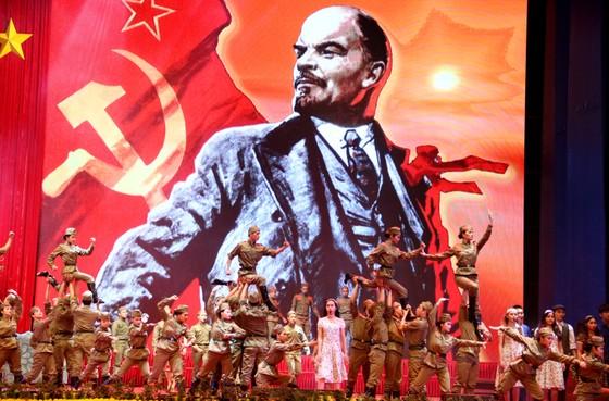 Mít tinh trọng thể kỷ niệm 100 năm Cách mạng Tháng Mười Nga ảnh 4