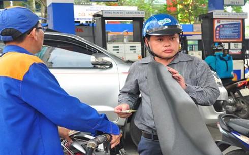 Giá xăng sắp tăng kỷ lục vì cõng thuế môi trường ảnh 1