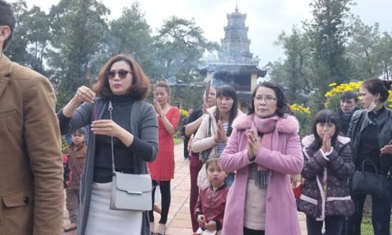 Không nên đo đếm Tết cổ truyền Việt về kinh tế ảnh 1