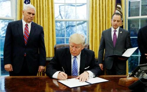 Tổng thống Mỹ D.Trump ký lệnh rút khỏi TPP ảnh 1