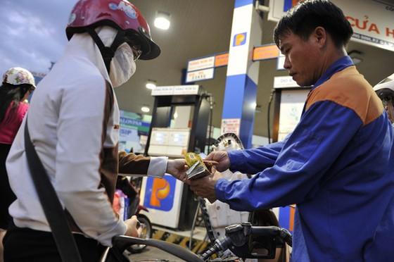 Bắt đầu bán xăng theo tiêu chuẩn khí thải mới ảnh 1
