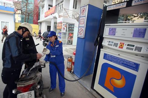 Từ 16g chiều, giữ giá xăng, giảm giá dầu ảnh 1