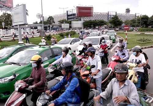 Phân luồng giao thông khu vực sân bay Tân Sơn Nhất ảnh 1