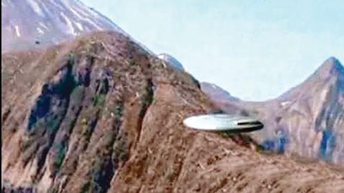Bí ẩn người ngoài hành tinh (K2): Chạm trán con người ảnh 1