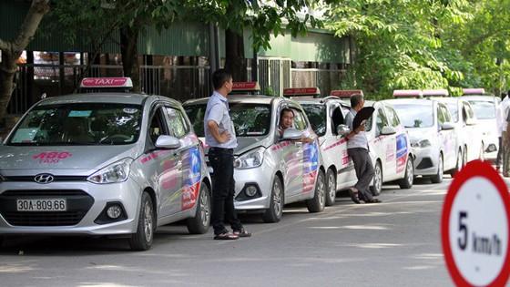 Taxi bị trói, Uber, Grab được thả lỏng ảnh 1