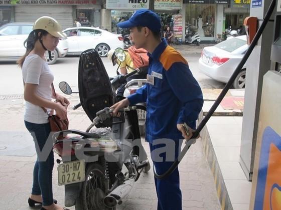 Người dân mua xăng nên lấy hóa đơn ảnh 1