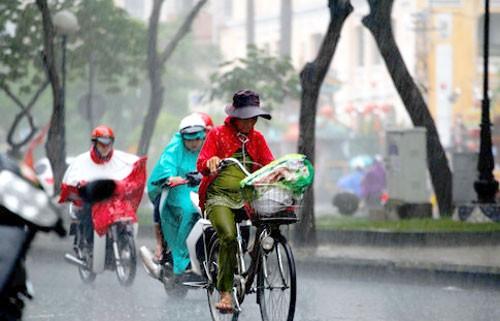 Vì sao liên tục mưa to hiếm gặp giữa mùa nóng? ảnh 1