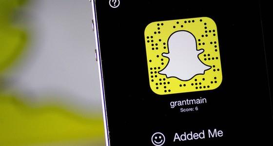 Snapchat khiến Youtube và Facebook hoảng sợ ảnh 1