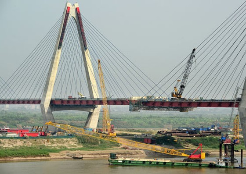 Hợp long cầu dây văng đẹp nhất Việt Nam ảnh 1